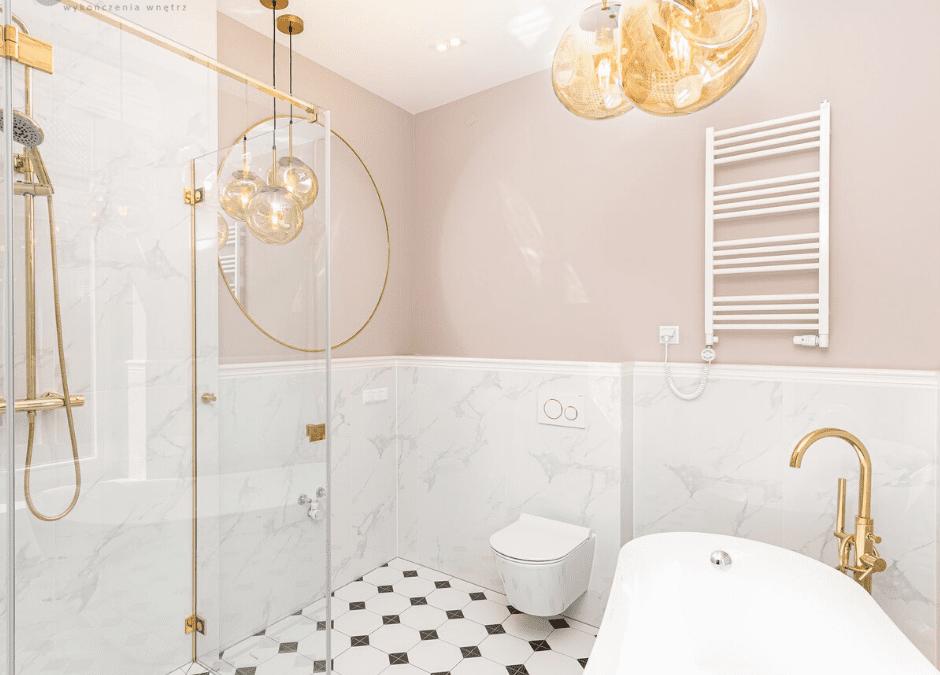Złota i czarna armatura to gorący trend w aranżacji łazienki
